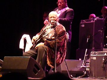 Eye contact with BB King. Photo taken by Steve Yanko.